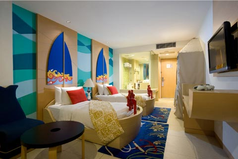 childrens hotel room with pirate theme beds